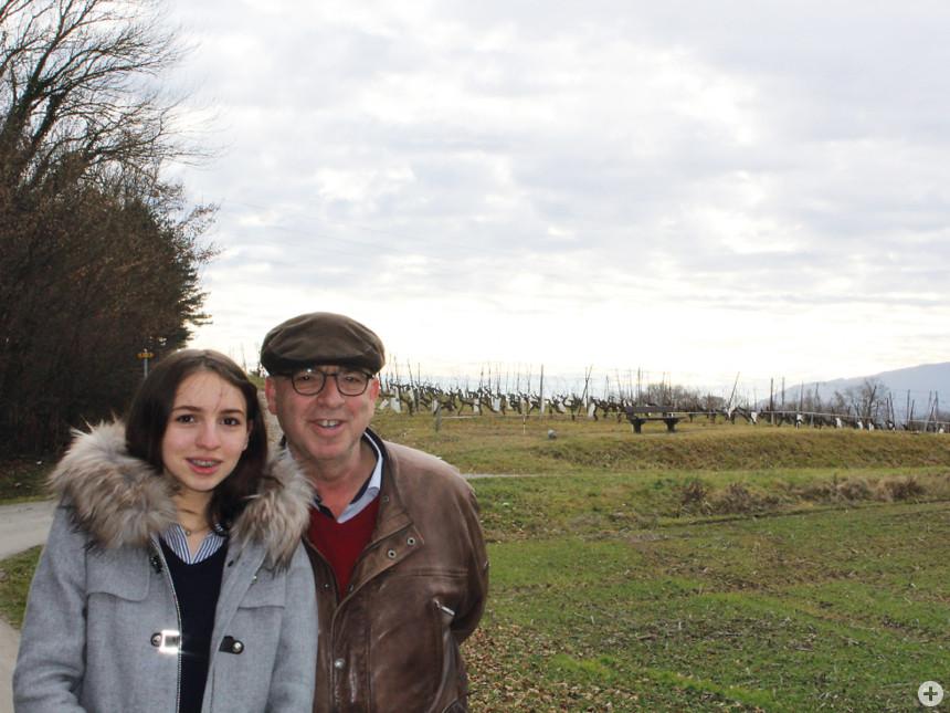 Spaziergang mit Tochter Viola Veronika in den pfälzischen Weinbergen.